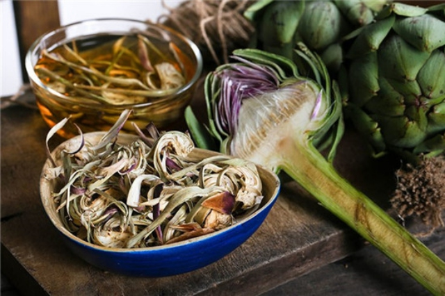 Trà từ hoa atiso chính là món đặc sản Đà Lạt rất phù hợp để làm quà mùa Tết.