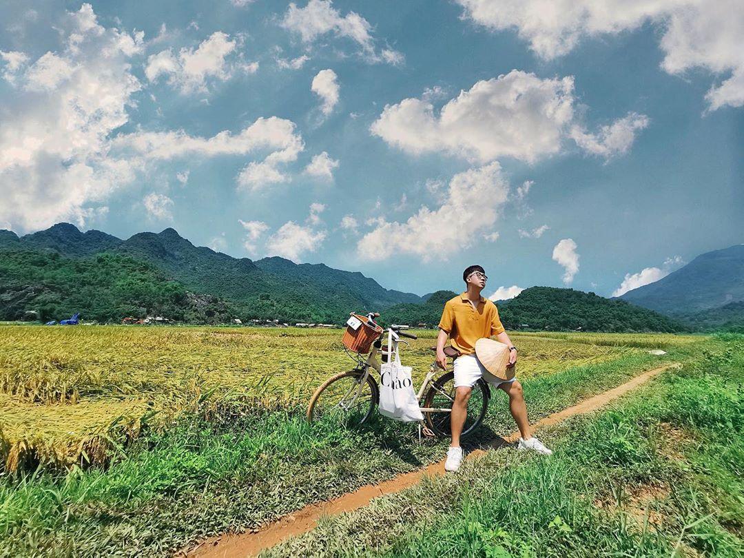 Tham quan những cánh đồng lúa trải dài. Hình: Sưu tầm