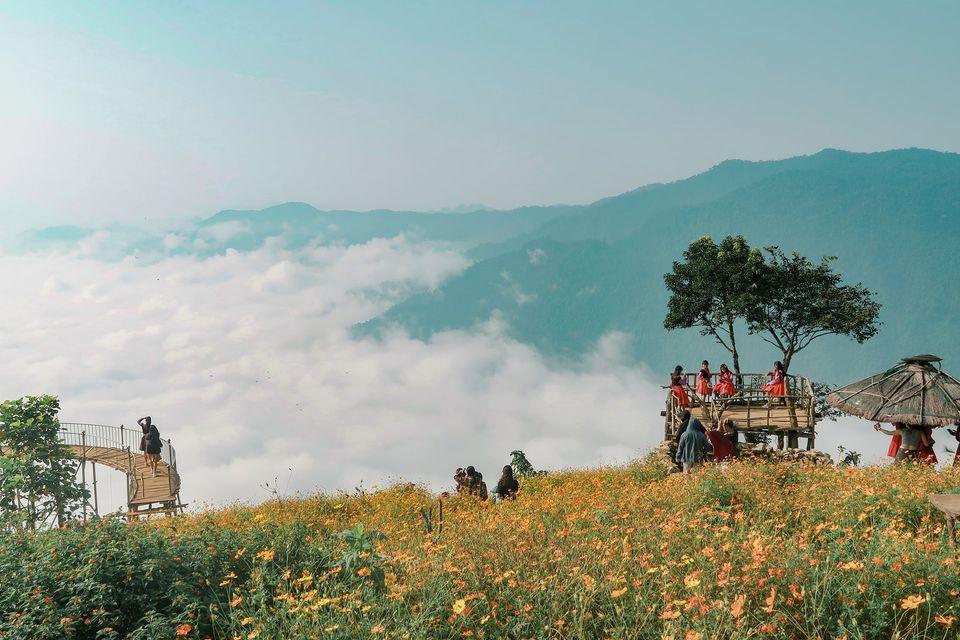 Cùng săn mây tại hang Kia. Hình: Yến Lee
