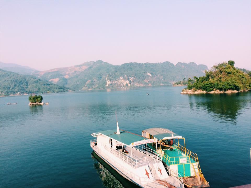 """Thung Nai được ví là """"Vịnh Hạ Long"""" trên cạn. Hình: Sưu tầm"""