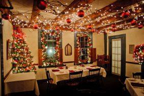Gợi ý cách trang trí Noel quán cafe, nhà hàng siêu lung linh