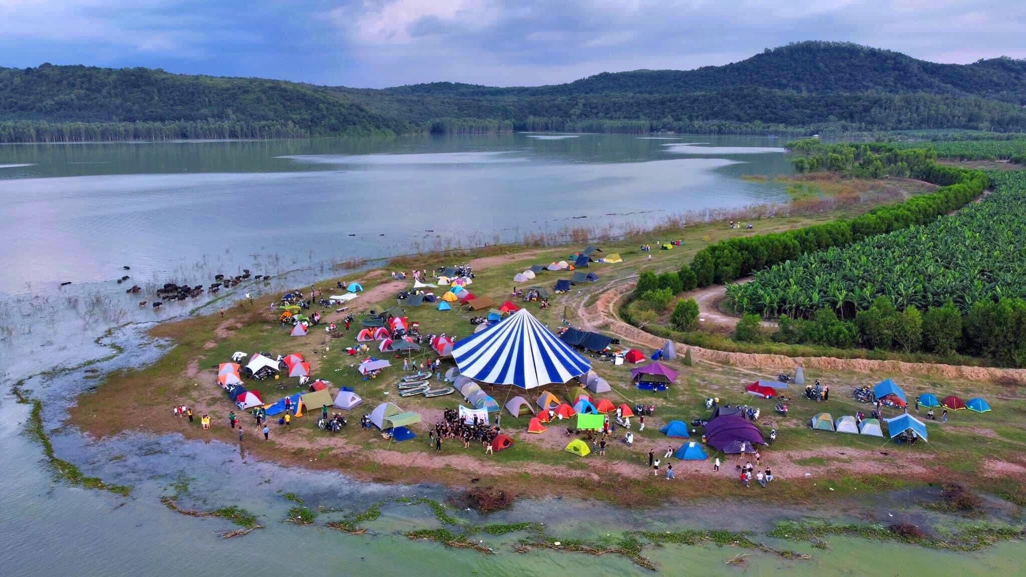 Hồ Dầu Tiếng là địa điểm cắm trại hot cực gần Sài Gòn - Nguồn ảnh: FB Nguyễn Minh Hưng