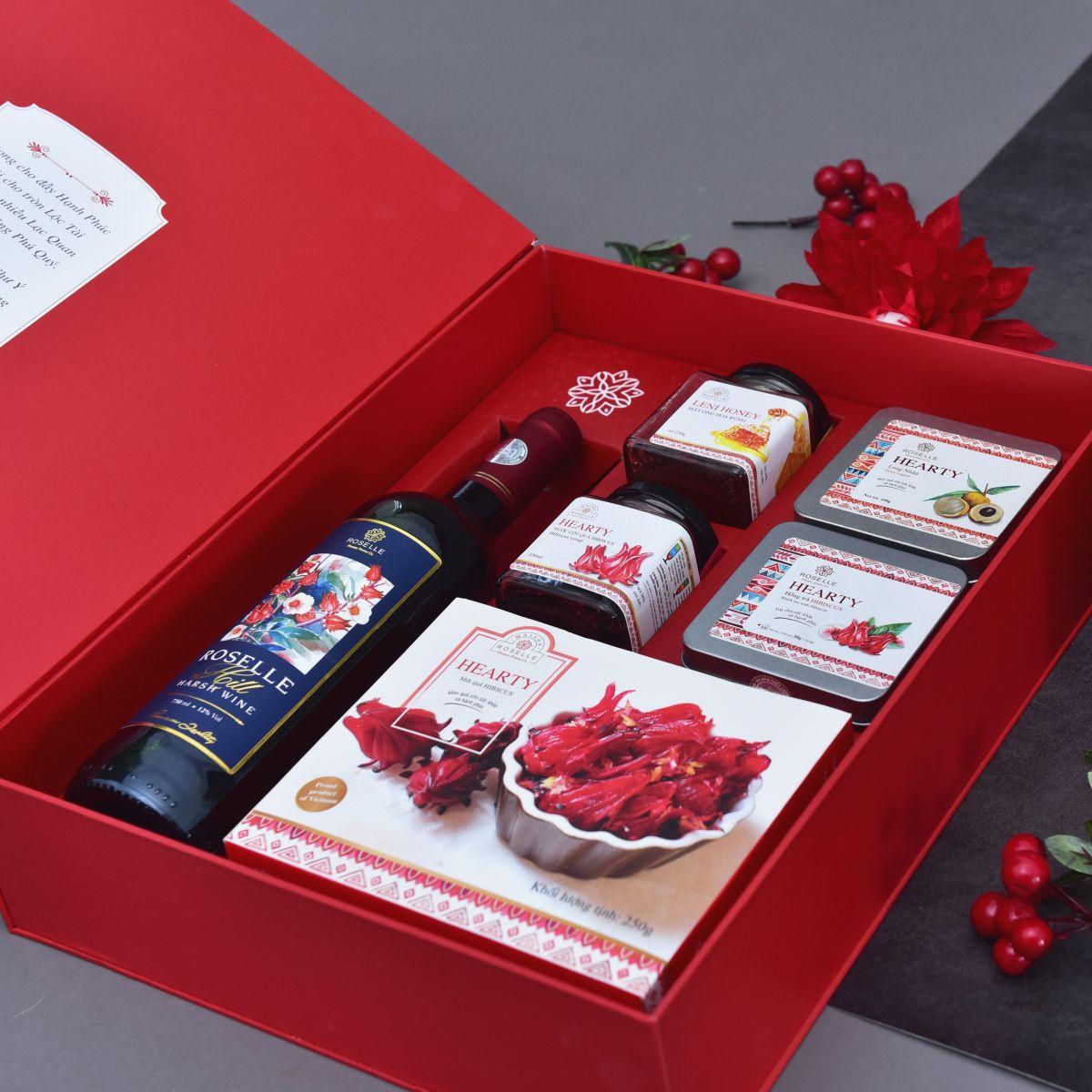 Tặng sếp hộp quà tết vào dịp năm mới - Nguồn ảnh: Internet