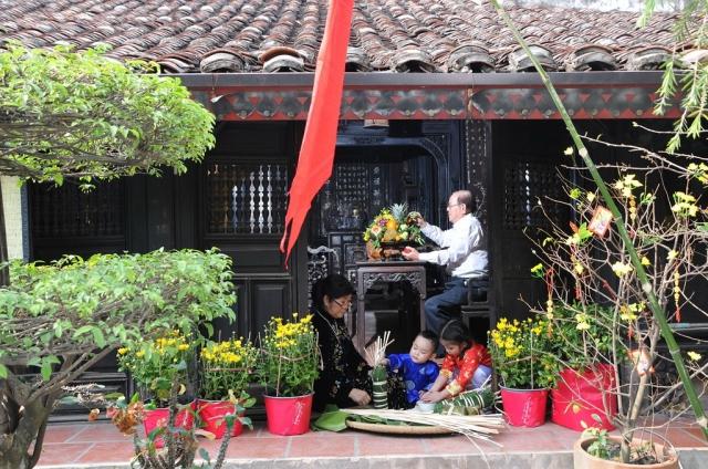 Tết Dương lịch về phụ bố mẹ dọn dẹp nhà cửa. Ảnh: Internet