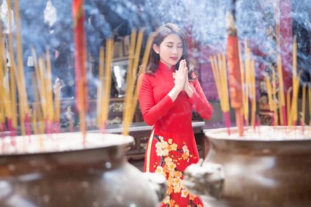 Đi chùa cầu may ngày đầu năm 2021. Ảnh: Internet