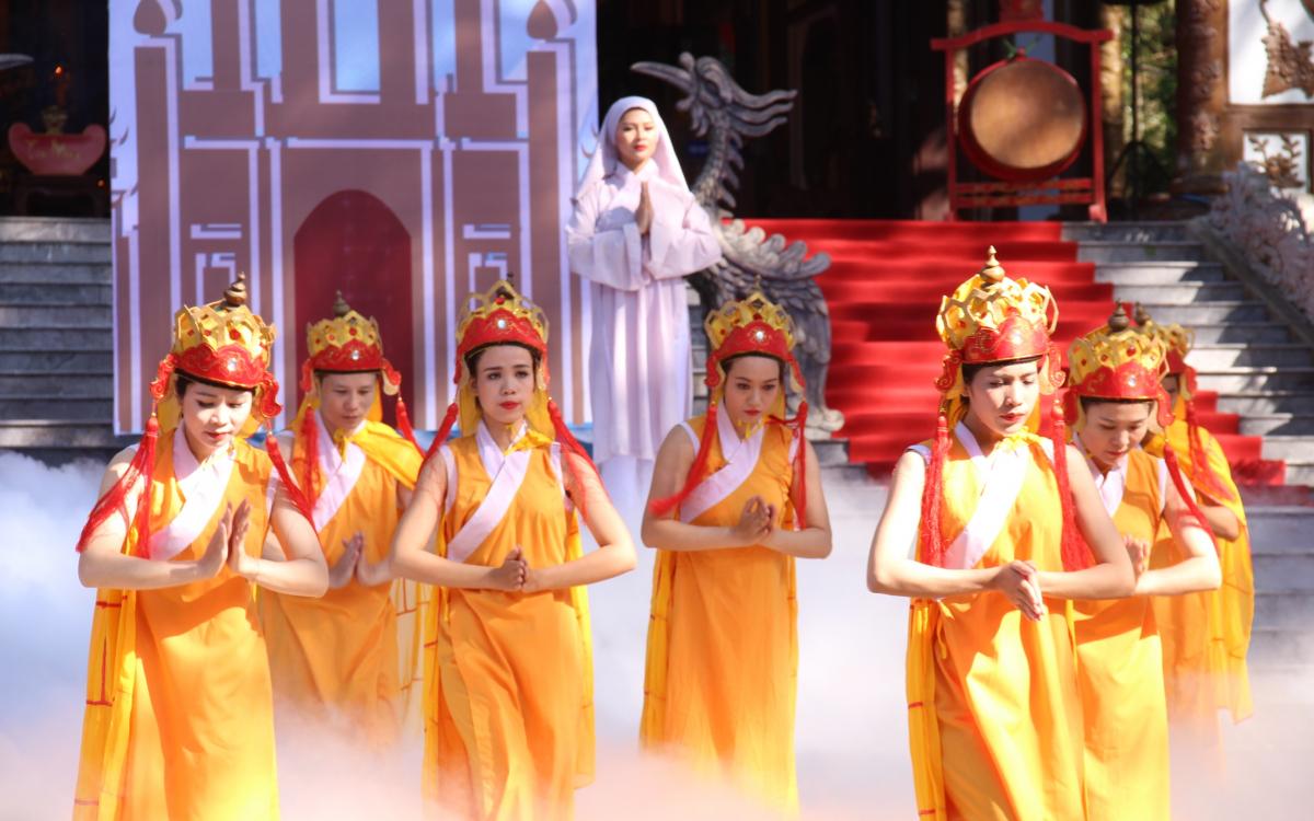 Lễ hội đền Huyền Trân. Hình: Sưu tầm