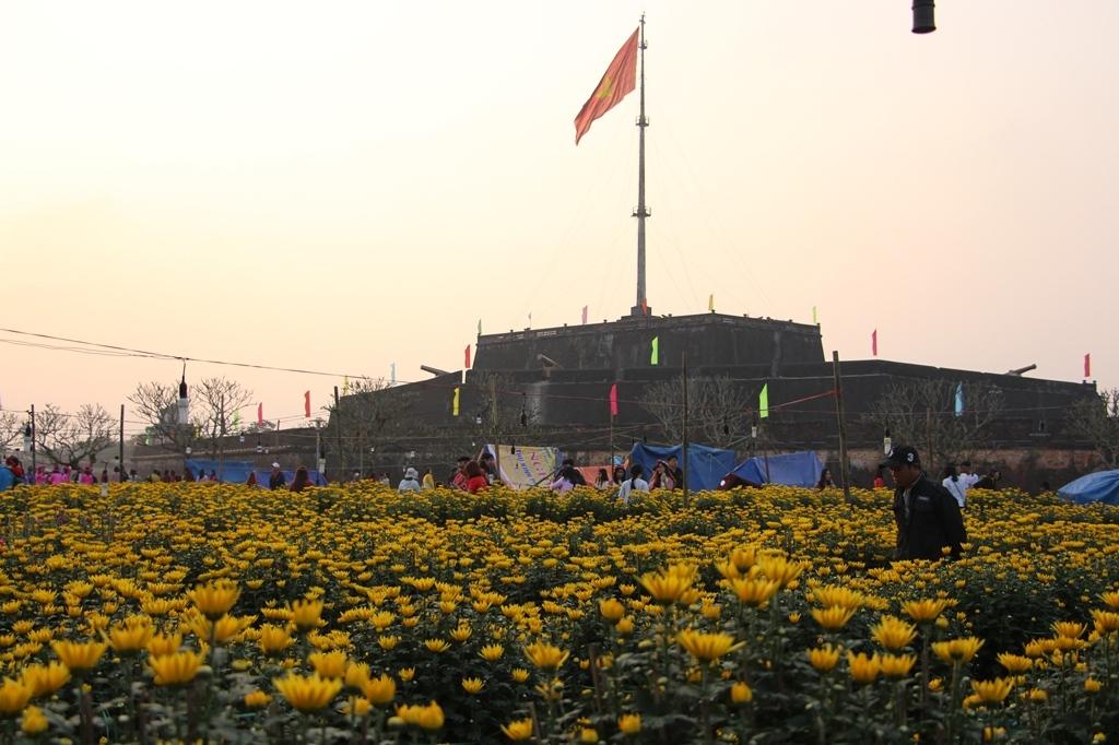 Chợ hoa ở khu vực Đại Nội Huế. Hình: Sưu tầm