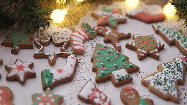 Bánh gừng nhiều hình dạng theo biểu tượng ngày Noel. Ảnh: Internet