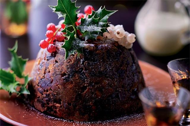 Bánh pudding trang trí nhiều chi tiết đặc trưng của đêm Noel. Ảnh: Internet