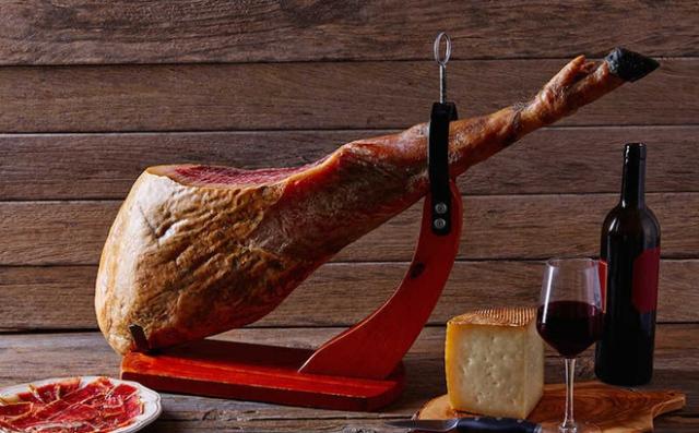 Đùi lợn muối là món ăn Noel truyền thống phổ biến nhất ở Na-uy. Ảnh: Internet