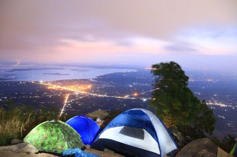 Bạn đã trải nghiệm cảm giác cắm trại giữa thiên nhiên hoang sơ tại núi Bà Đen chưa? - Nguồn ảnh: Internet