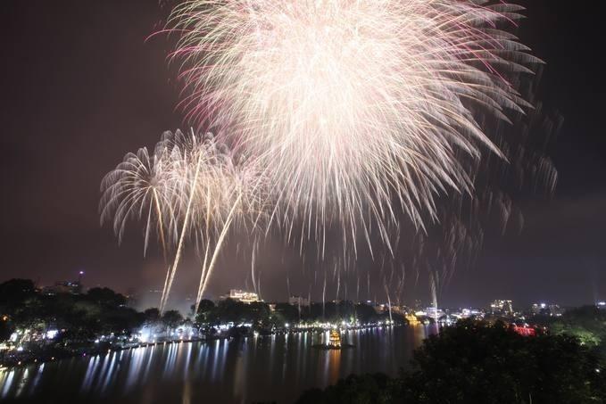Hà Nội bắn pháo hoa dịp Tết Dương lịch