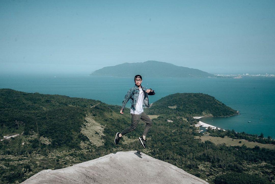 Hòn đá Cụ Rùa trên đèo Hải Vân. Hình: @nguyenn.anhtuan