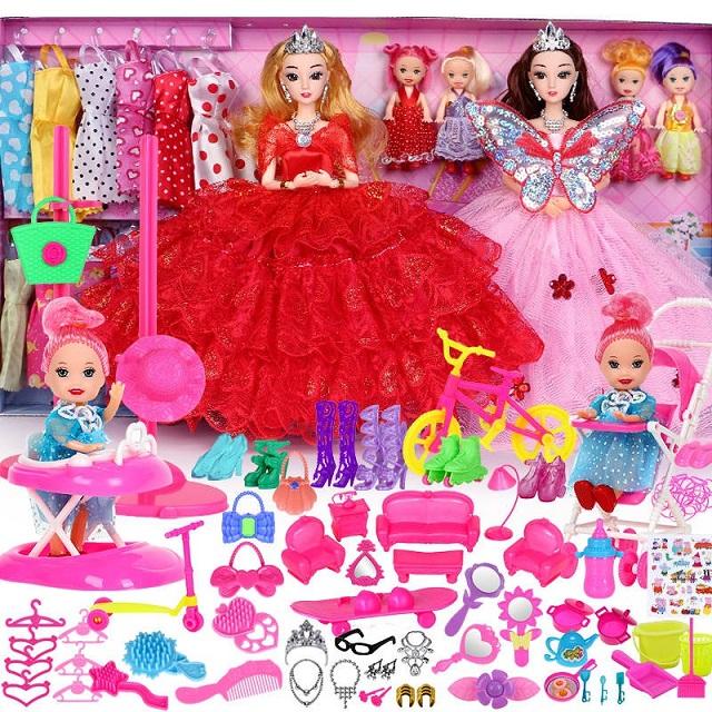 Búp bê đồ chơi là món đồ yêu thích của hầu hết các bé gái