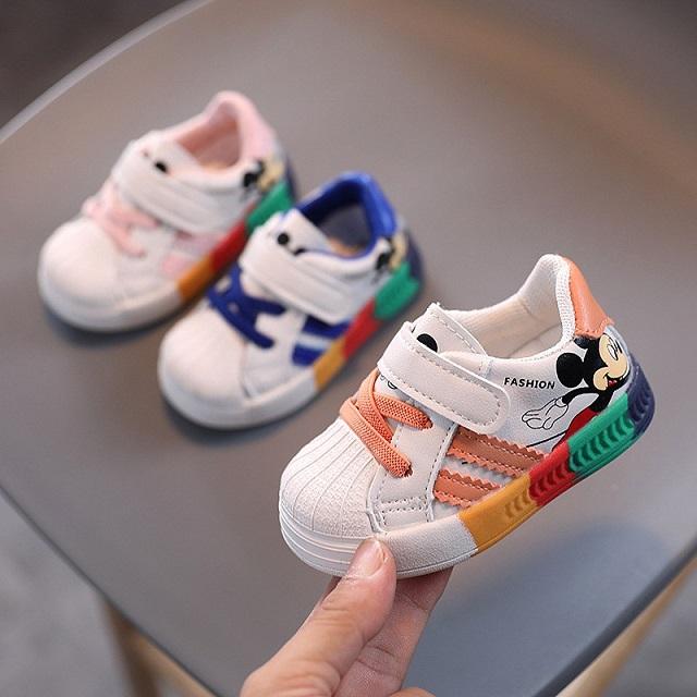 Tặng giày thể thao cho con trai nhân dịp giáng sinh