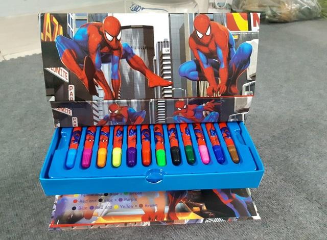 Bộ bút màu in hình người nhện