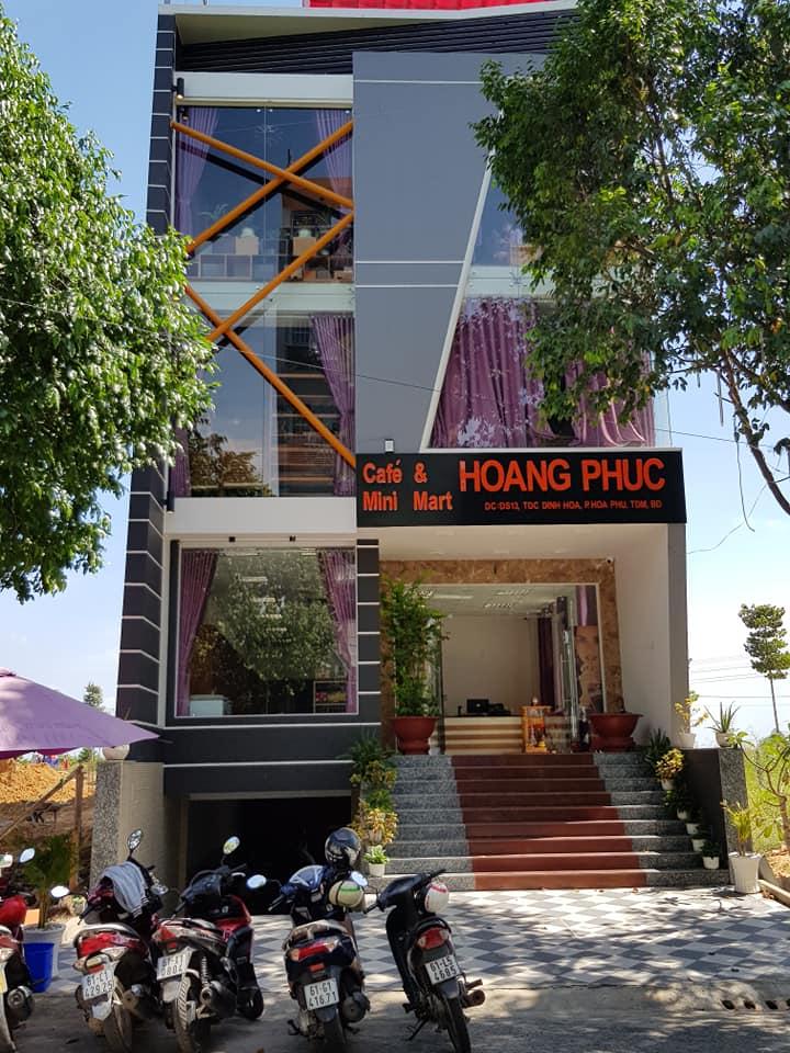 Hoàng Phúc Cafe trước đây là một khách sạn, sau được sửa sang lại thành quán cafe. Hình: Hoàng Phúc Cafe