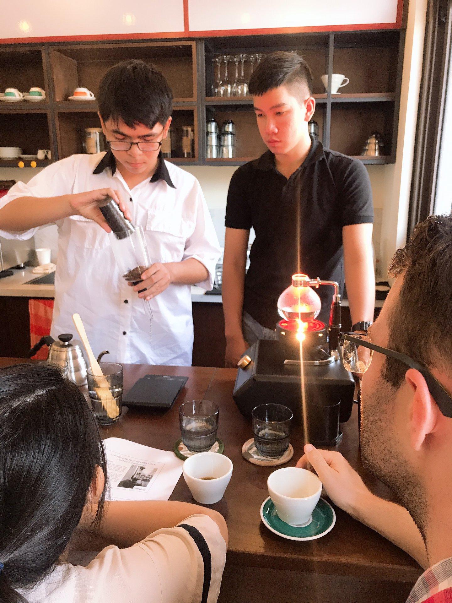 Đây cũng là nơi thường xuyên tổ chức các buổi workshop về Cafe dành cho các bạn trẻ. Hình: Midori Cafe