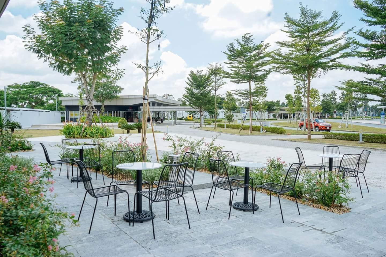 Không gian bên ngoài ngập tràn mảng xanh. Hình: Vietnam Projects Construction