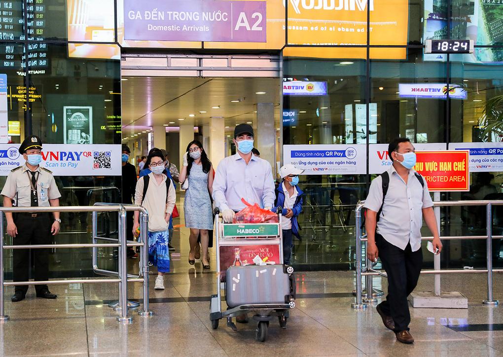 Hành khách tại sân bay Tân Sơn Nhất. Ảnh: Quỳnh Trần.