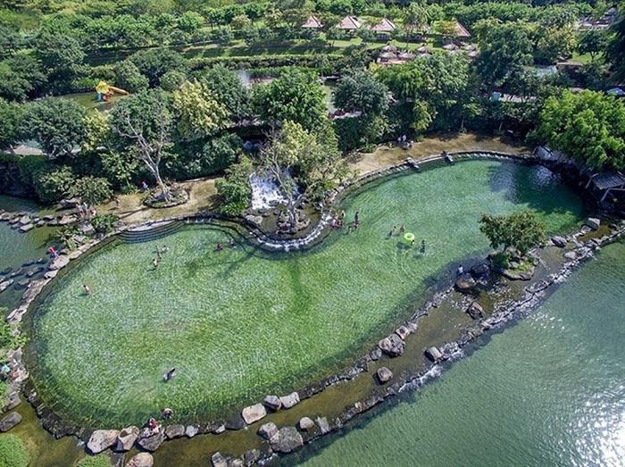 """Suối Mơ Đồng Nai được ví von là """"biển trên rừng"""" bởi khung cảnh tươi mát hút mắt - Nguồn ảnh: Internet"""