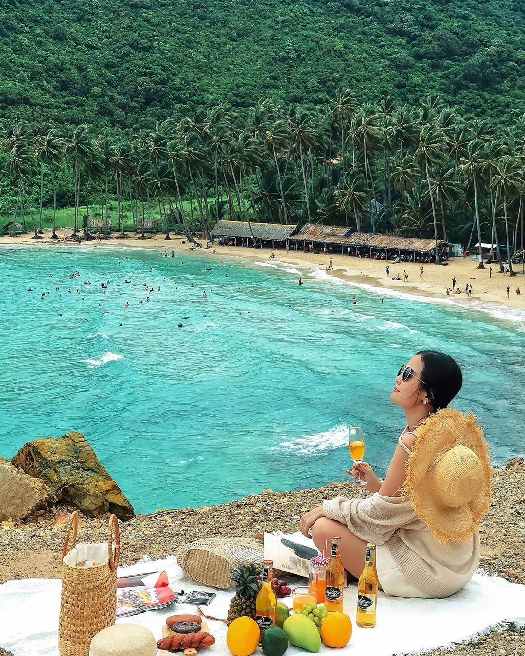 Đảo Nam Du với làn nước xanh trong vắt. Hình: Sưu tầm