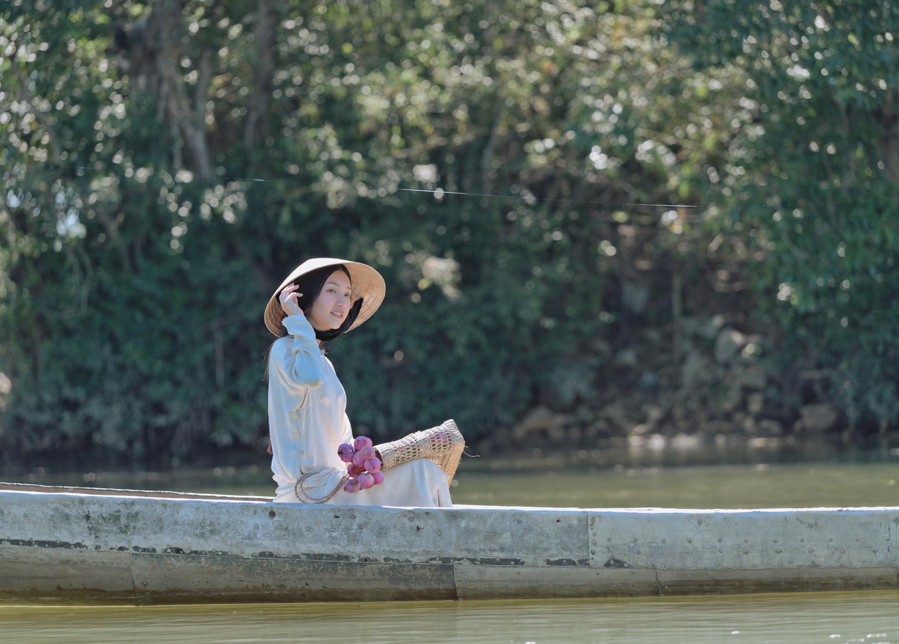 Con gái Huế dịu dàng, thùy mị. Hình: Sưu tầm
