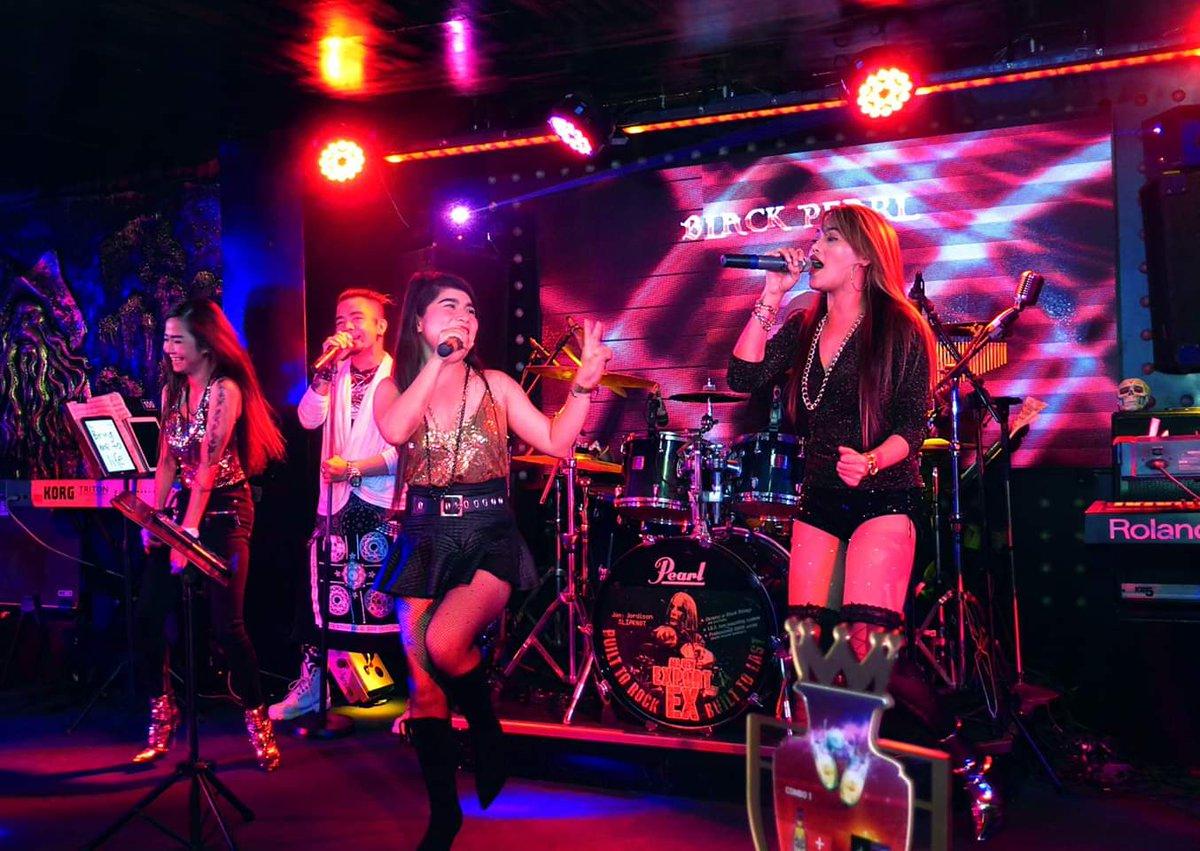G8 Night Clubnổi tiếng với sự sống động cùng dàn ca sĩ và nhạc công đẳng cấp