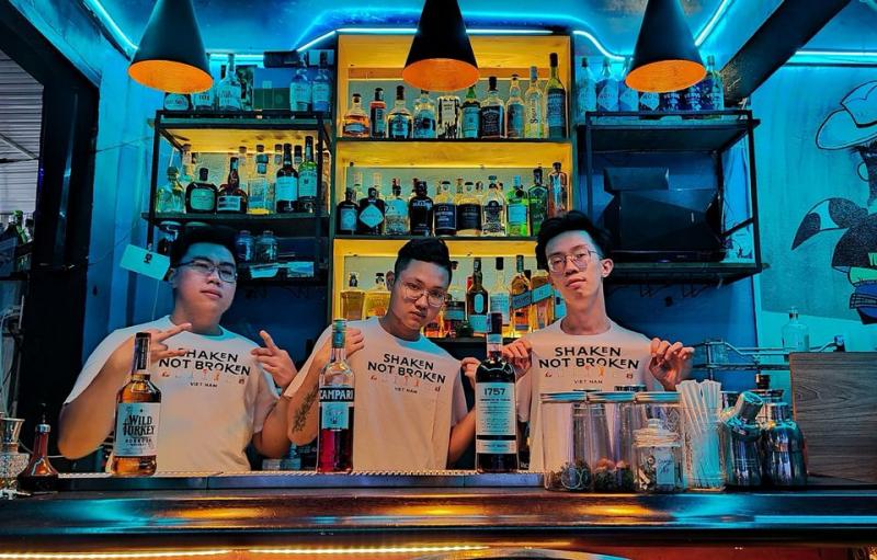Mr Splash Cocktail Bar có không gian rất ấm cúng và độc đáo