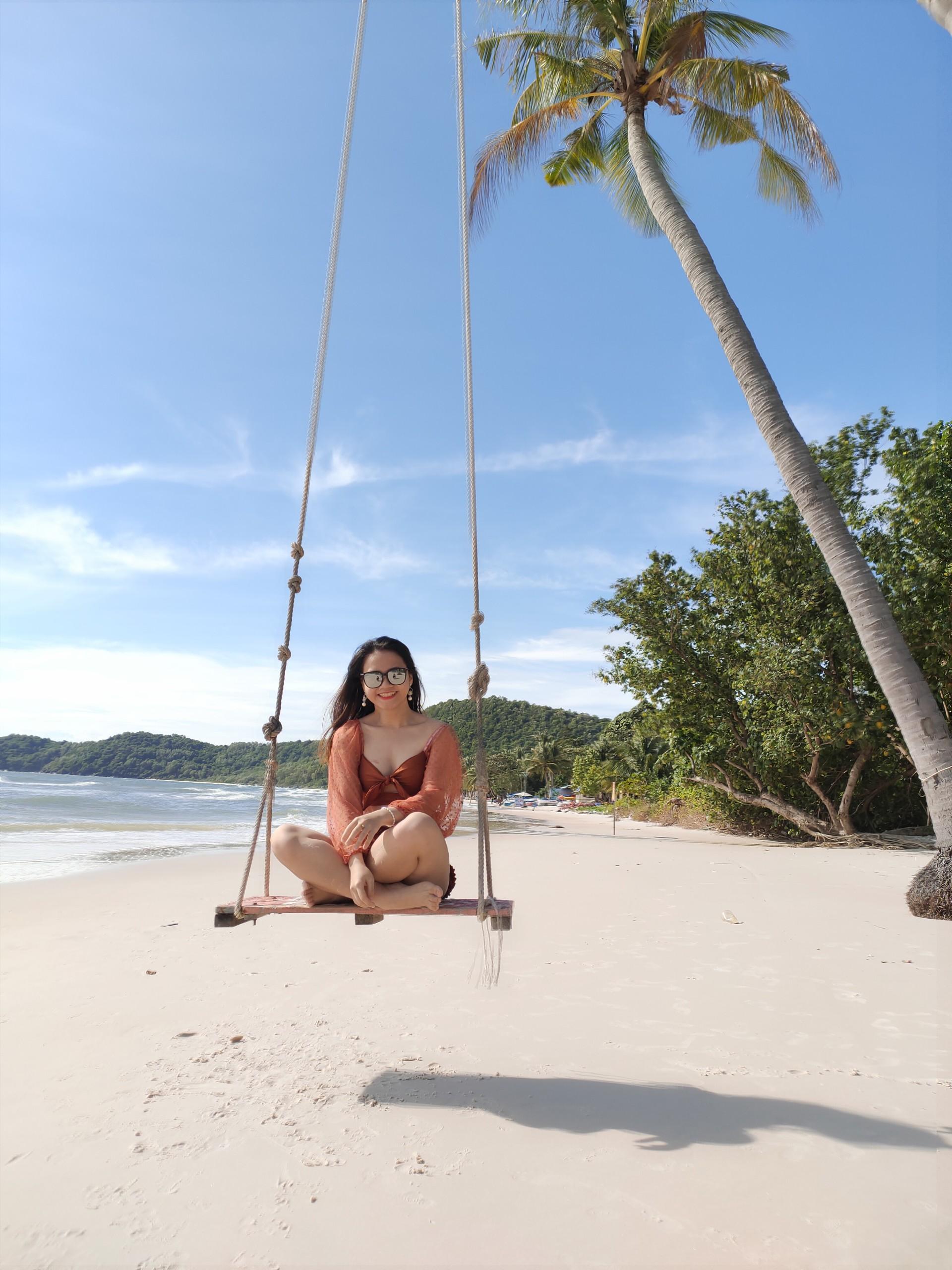 Check-in cây dừa huyền thoại tại Bãi Sao - Nguồn ảnh: Vương Uyên
