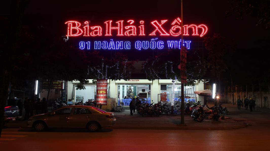 Hai Xom Draft Beer is a familiar address for large groups of people - Photo source: Internet
