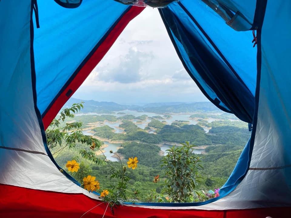 Cắm trại hồ Tà Đùng - Sớm mai thức giấc giữa núi rừng bao la - Nguồn ảnh: Khu du lịch Tà Đùng
