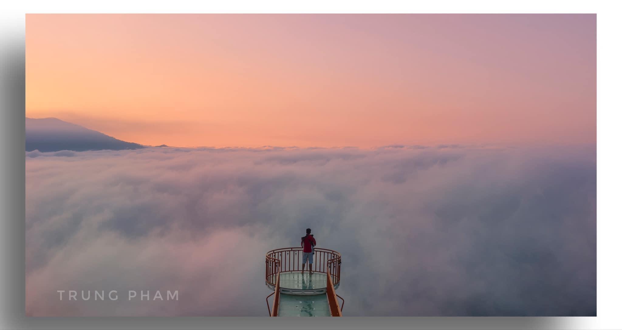 Cầu kính Tà Đùng mờ ảo trong màn sương - Nguồn ảnh: Trung Pham