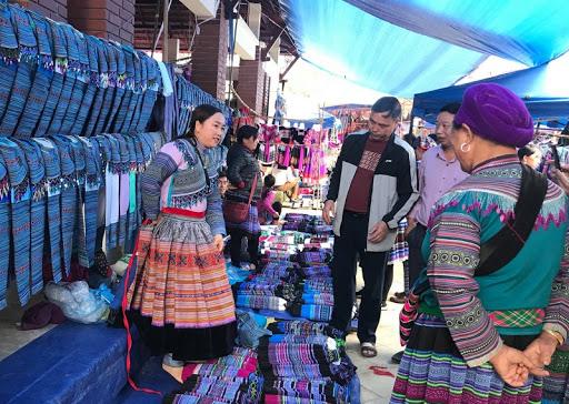 Khám phá vẻ đẹp chợ phiên khi đi du lịch Tà Đùng - Nguồn ảnh: Internet