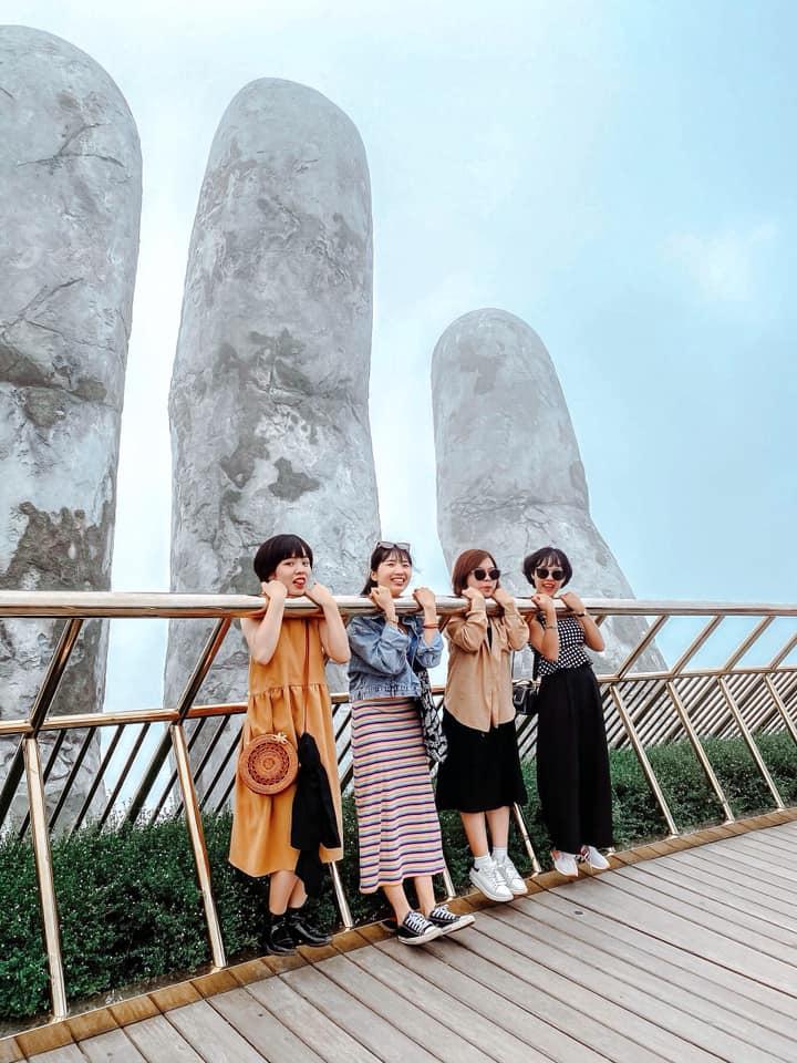 Check in Cầu Vàng. Hình: Chu Phương Thảo