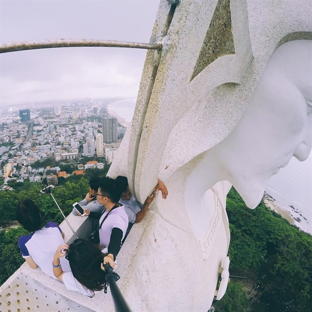 Từ cánh tay của tượng Chúa, bạn có thể chiêm ngưỡng thành phố Vũng Tàu xinh đẹp. Hình: Sưu tầm