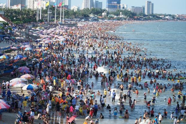Vũng Tàu dịp Lễ Tết rất đông du khách. Ảnh: Internet