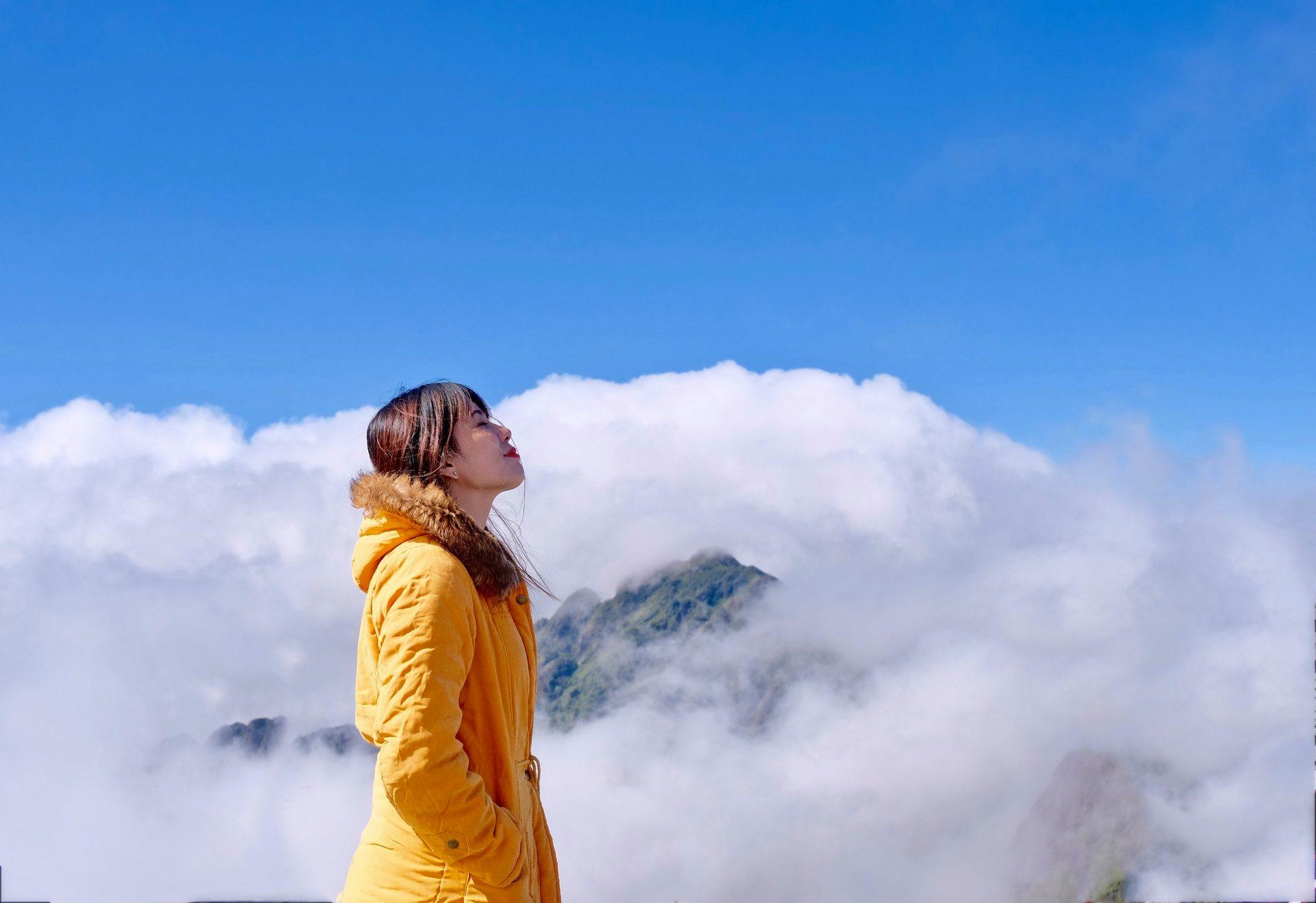 Sapa chìm trong mây. Hình: Hồng Phượng