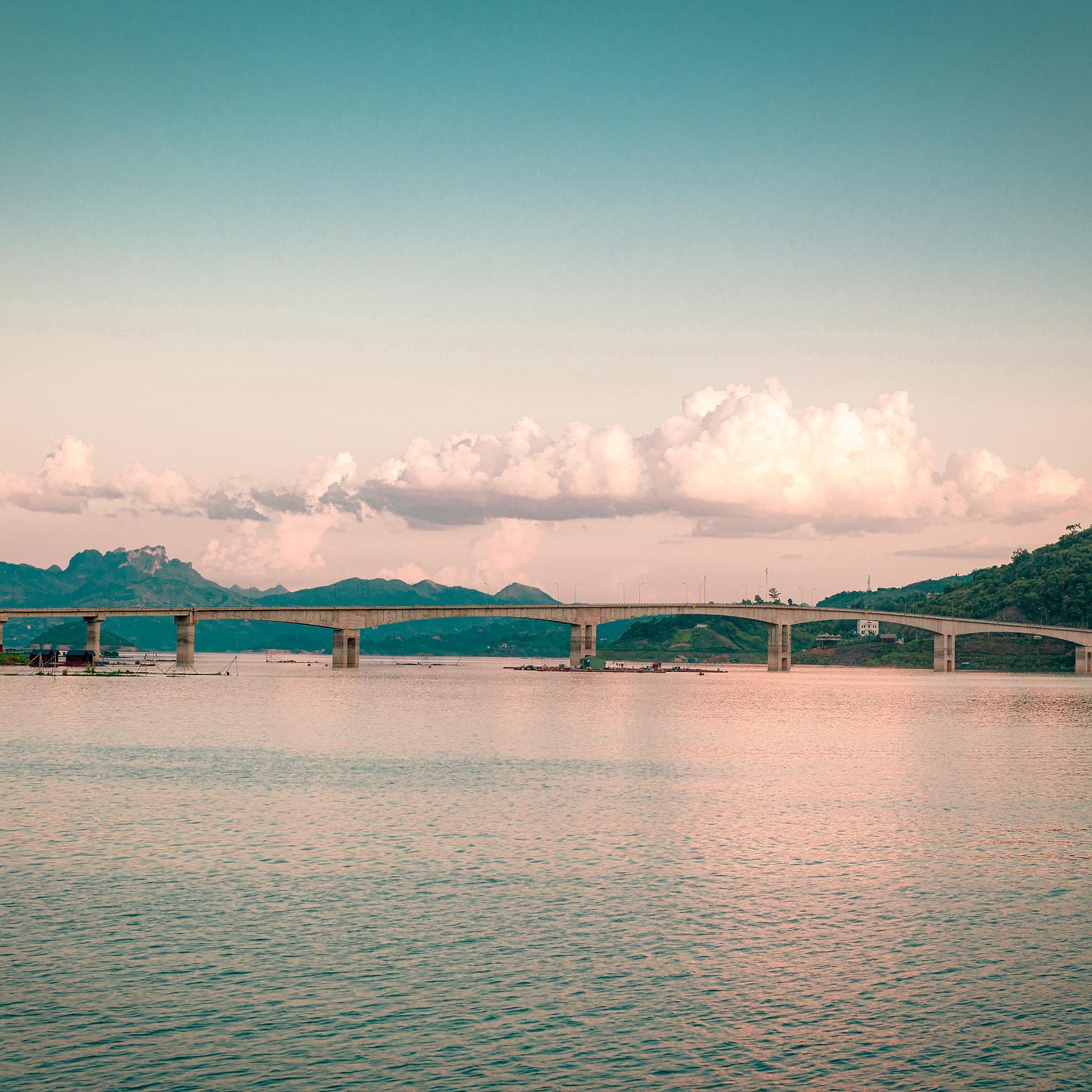Cầu Pá Uôn. Hình: Sưu tầm