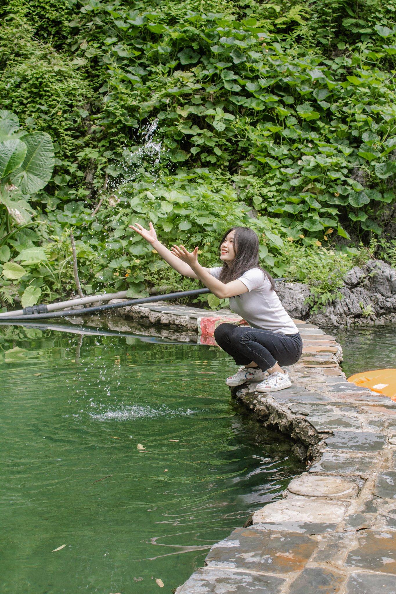 Suối nước nóng thiên nhiên ở bản Bon. Hình: Sưu tầm