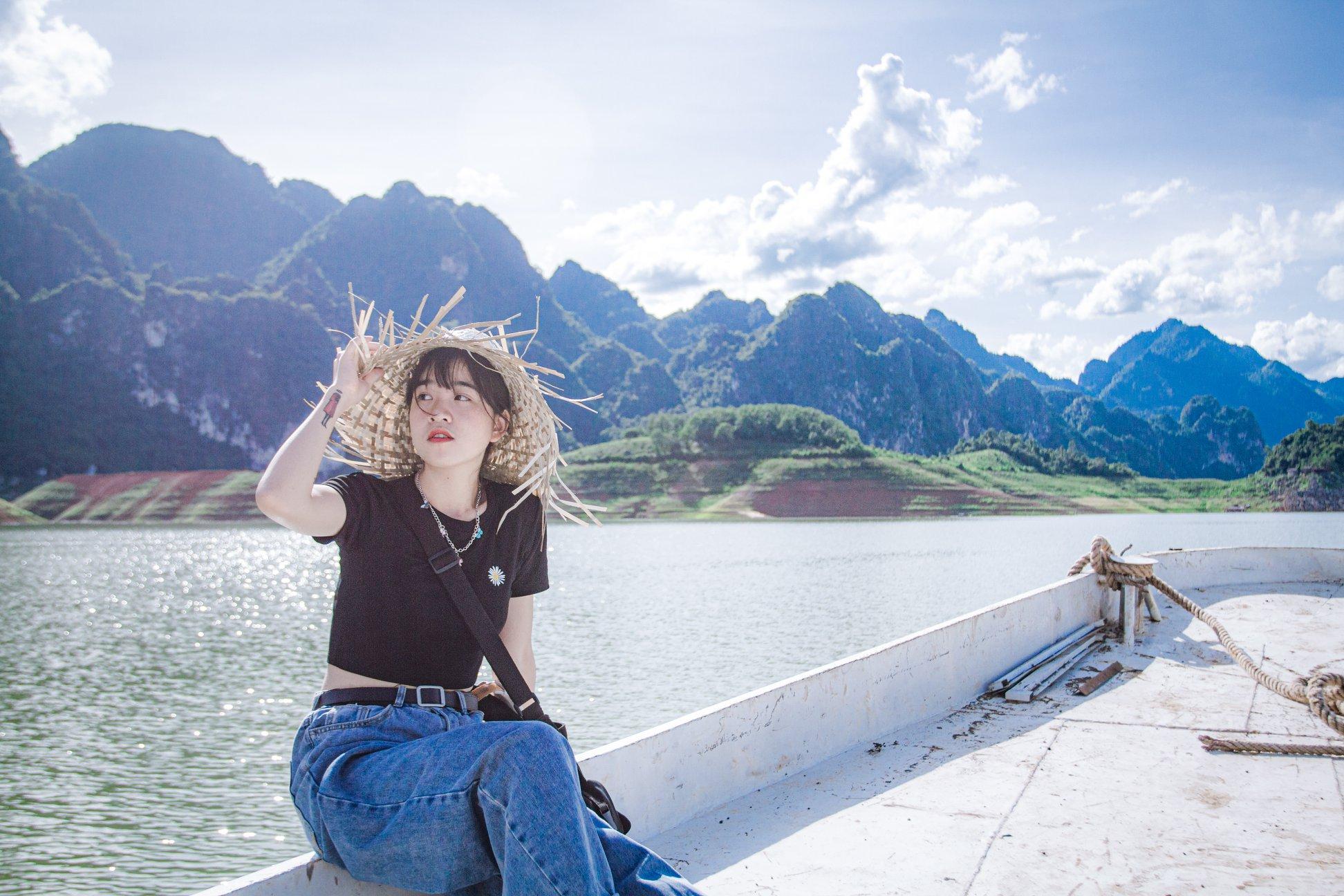 Tháng 9 đến tháng 4 năm sau là thời điểm tuyệt vời để du lịch biển hồ Quỳnh Nhai. Hình: Sưu tầm