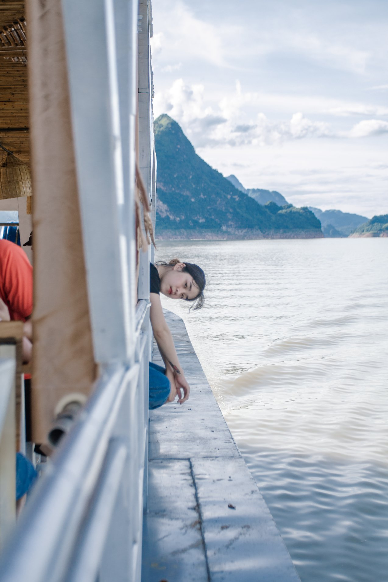 Trên thuyền tham quan biển hồ. Hình: Sưu tầm