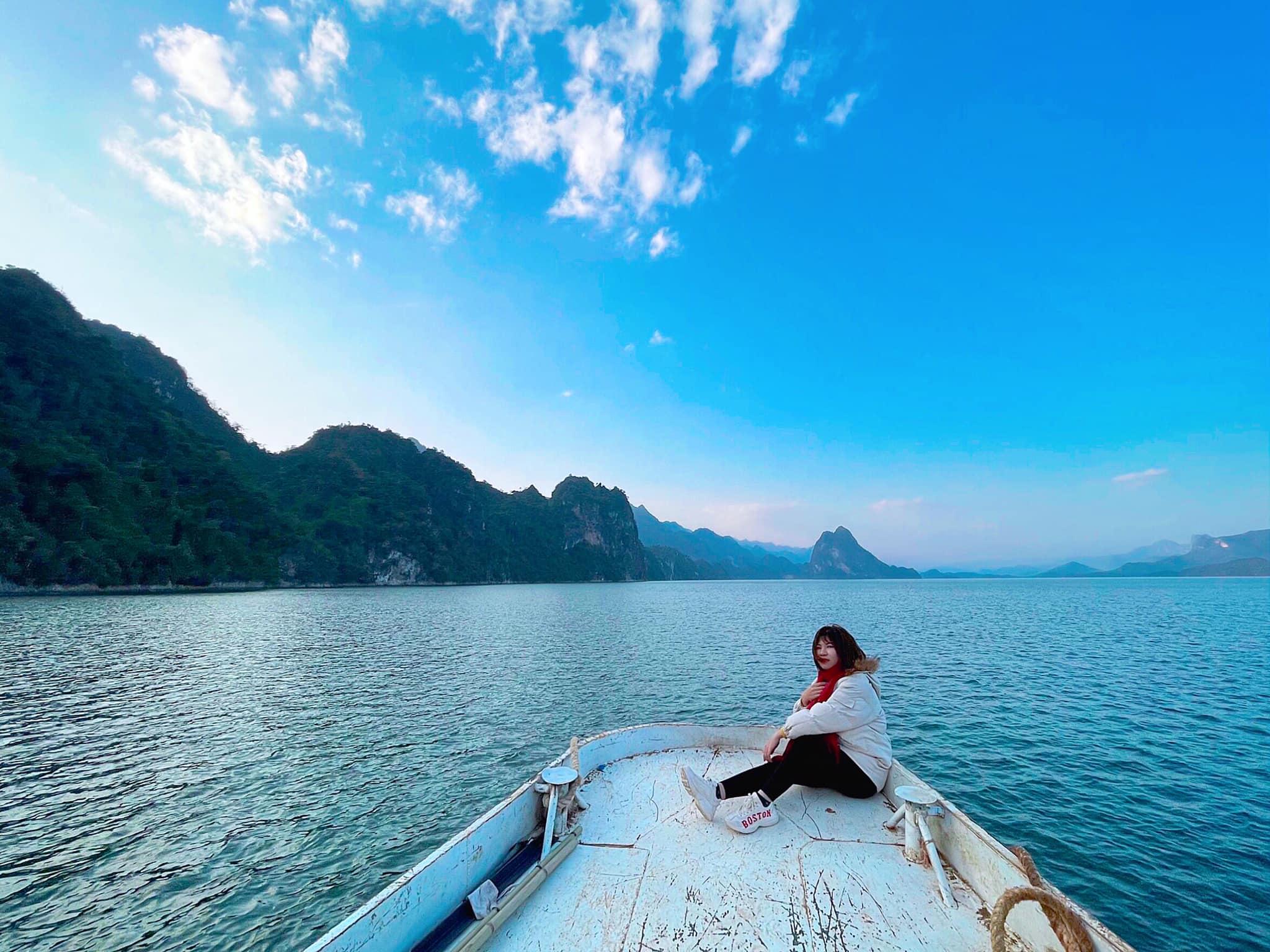 Biển hồ Quỳnh Nhai xanh trong vắt. Hình: Sưu tầm