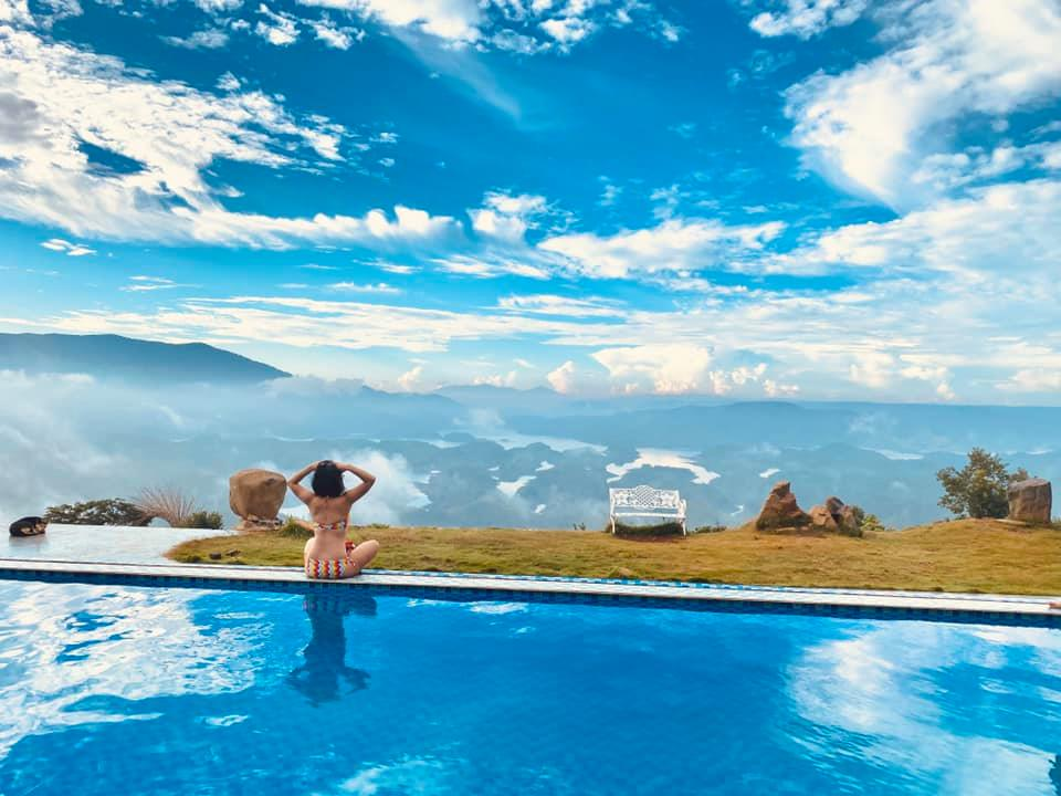 Bể bơi vô cực view cực chất ngắm cảnh Tà Đùng - Nguồn ảnh: Tà Đùng Topview Homestay