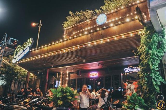 Guru Sport Bar thu hút đông đảo giới trẻ Sài thành. Ảnh: Internet