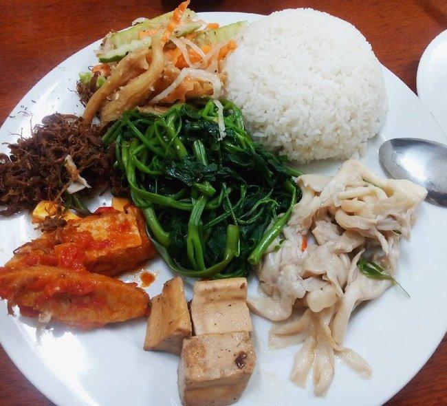 Thanh Lạc Trai phục vụ các món ăn chay bình dân. Hình: Sưu tầm