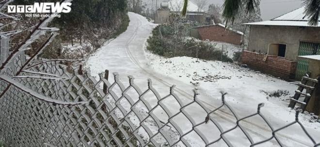 Tuyết rơi dày ở Đỉnh Ô Quy Hồ (Lai Châu), xã Y Tý (Lào Cai)