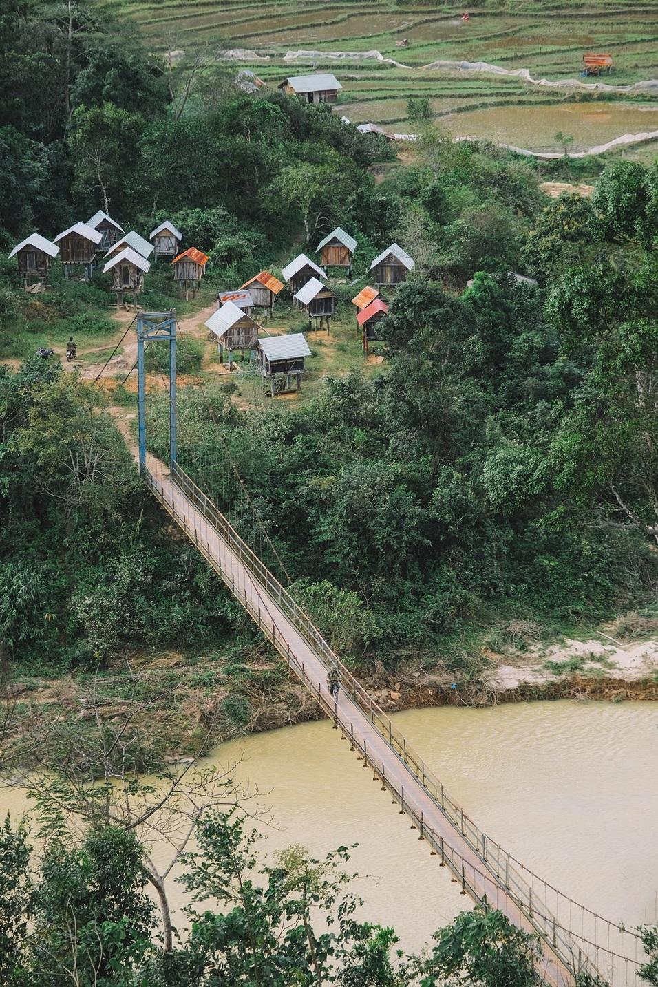 Cầu treo ở Măng Đen. Hình: Nguyễn Sơn Tùng