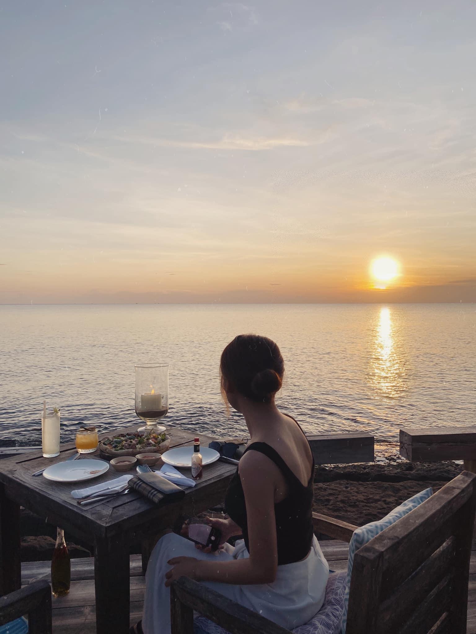 Thư giãn bên bờ biển. Hình: Phuong Nguyen