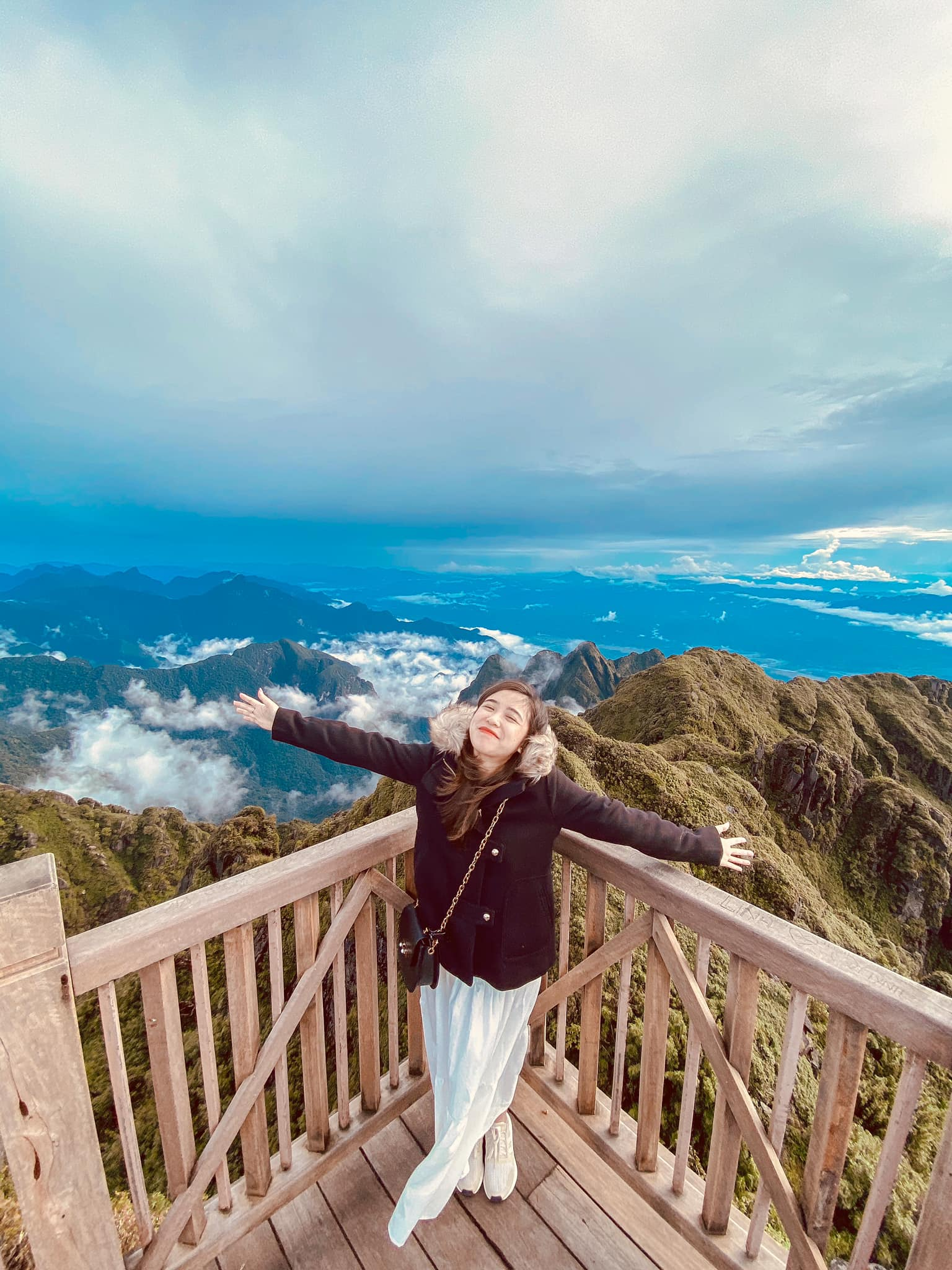 Sapa ngập tràn trong mây. Hình: Hien Pham Thu